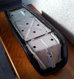 Sitzbankunterseite repariert und verzinkt